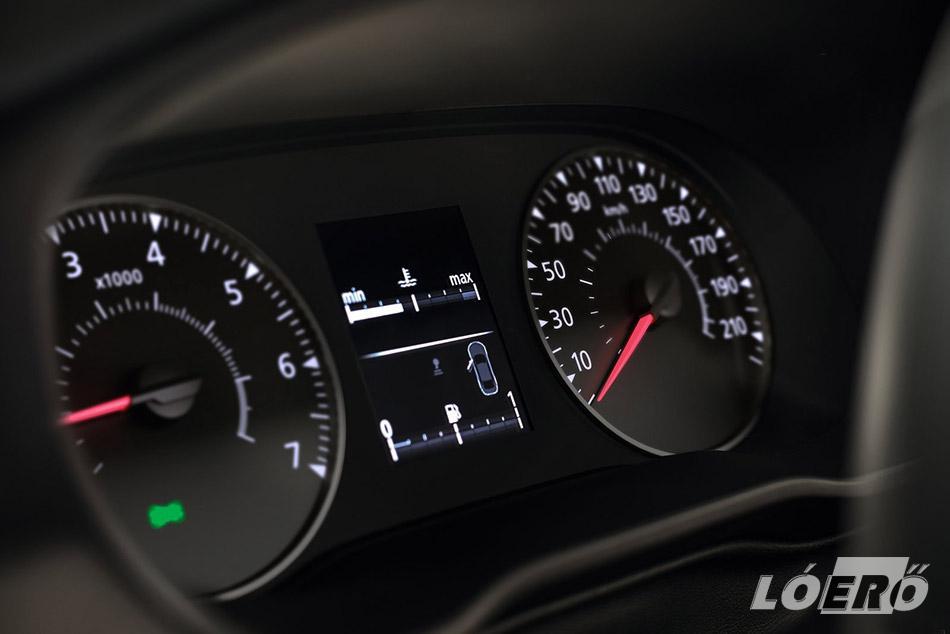Érthető, egyszerű, és mégis jól működő kezelőszervek fogadtak minket a Dacia Duster tesztautó utasterében.