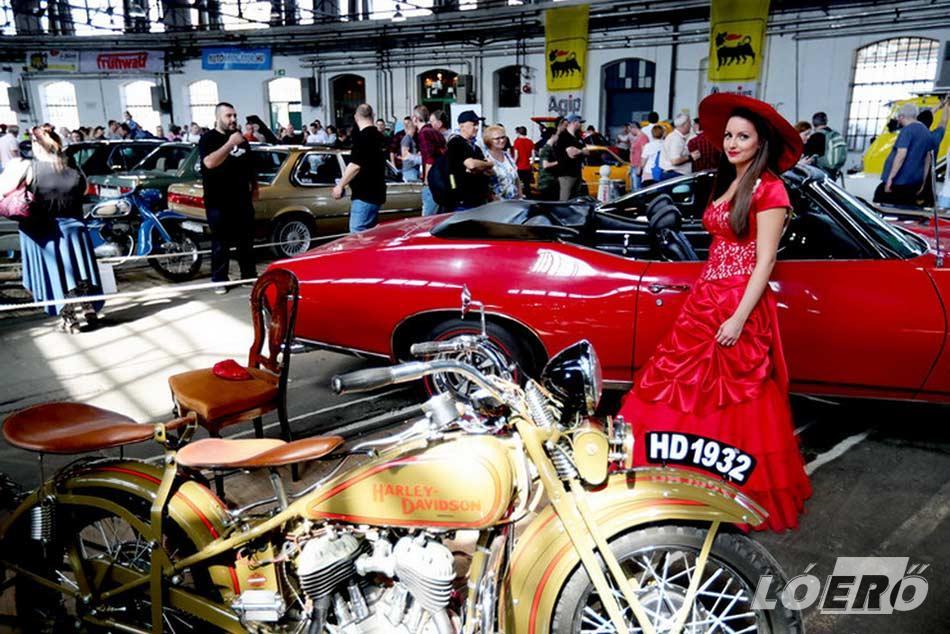 A múltidézés jegyében a hagyományőrző folklór mellett a szebbnél szebb veterán autókból és motorokból is ízelítőt kaphatnak a látogatók