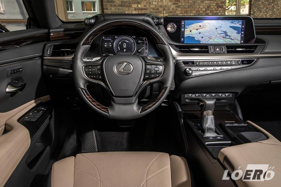 Lexus ES 300h hybrid utastere szintén hibátlan, ahogy azt az évek alatt már megszokhattuk a gyártótól.