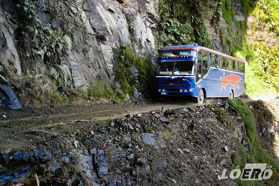 Kapkodós, idegbajos, de főleg tériszonyos sofőröknek nem feltétlenül szerencsés terep a bolíviai halálút.