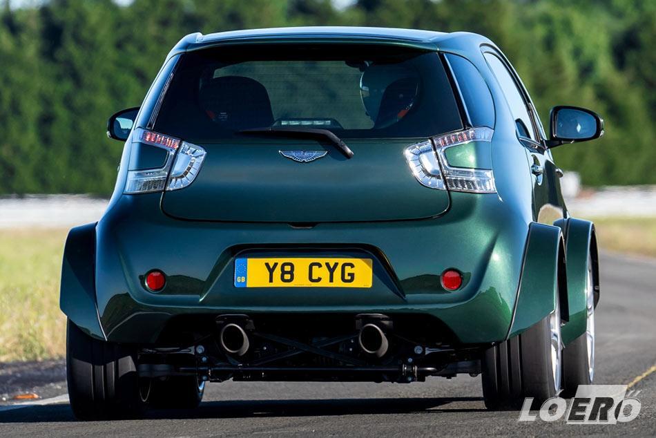Aston Martin V8 Cygnet igazi kis guruló szörnyeteg lett, akár elölről, akár hátulról nézzük.