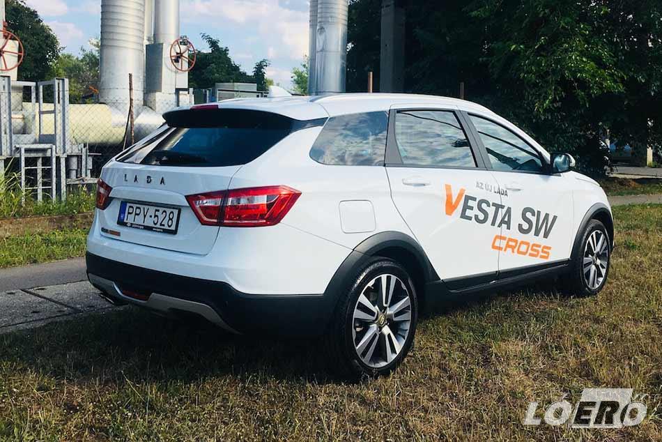 A márka vitathatatlanul a magyar piac egyik legolcsóbbja, ám a Lada Vesta SW Cross ár közel 5 milliós szintje azért már elgondolkodtató.