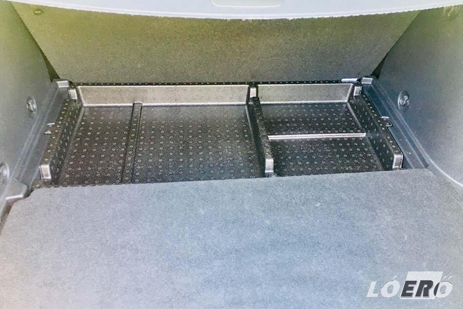 A külső okozta kellemes látvány után, a Lada Vesta SW Cross belső tere komoly csalódás lehet sokaknak.