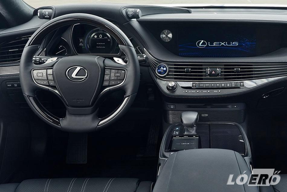 A Lexus LS 500h interior hibátlan, ám a márkatársakhoz hasonlóan még itt sem sikerült megoldani egy flottul működő érintőpados központi kijelző beépítést.