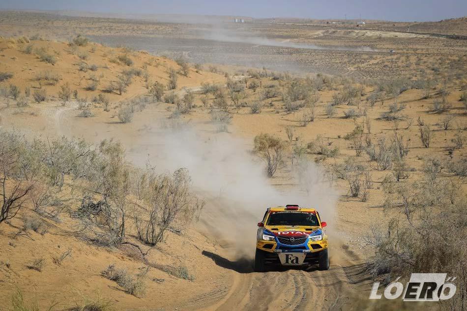 Homok, dűnék, kihívások, a Türkmen Desert Race és a sivatag mindenből szolgáltatott bőven.