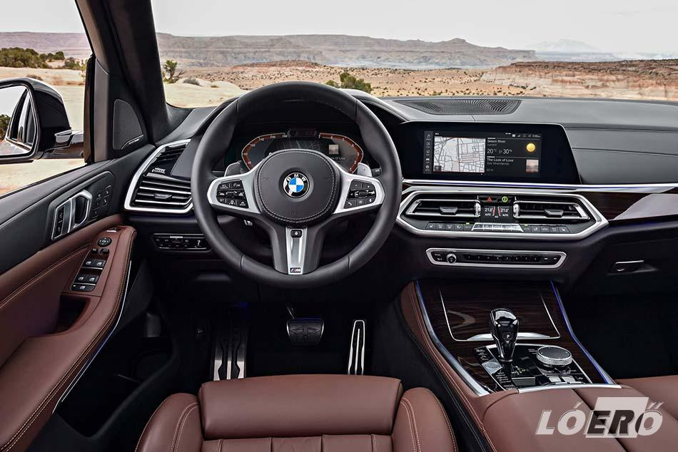 Bár off road csomaggal szintén rendelhető az X5-ös BMW terepjáró, azért az utastér láttán nem valószínű, hogy elsősorban terep rali versenyekre szánták.