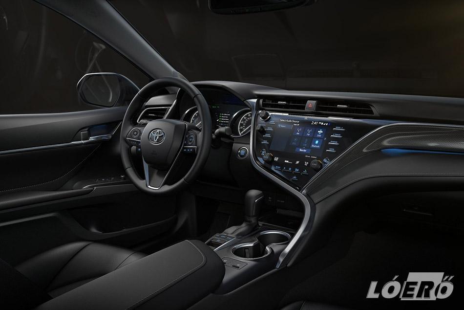 Új külső formatervvel, új utastér-kialakítással és kiemelkedő kényelemmel lesz elérhető a már 8 nyolcadik generációs Toyota Camry Magyarországon.