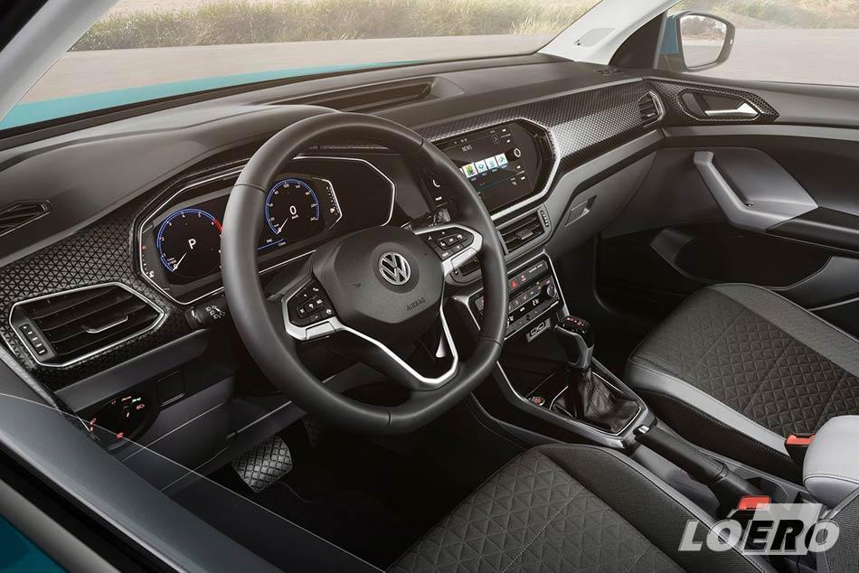 Az új VW T-Cross méretek nyújtotta lehetőségeken belül, a tervezők számára elsődleges szempont volt a kisautó jó helykihasználhatósága.