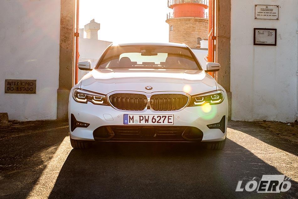Nem csak a formája szép, de az ígéretek szerint normál vezetési stílussal az új BMW 3 hybrid fogyasztás akár már 1,7 liter körül is kihozható.