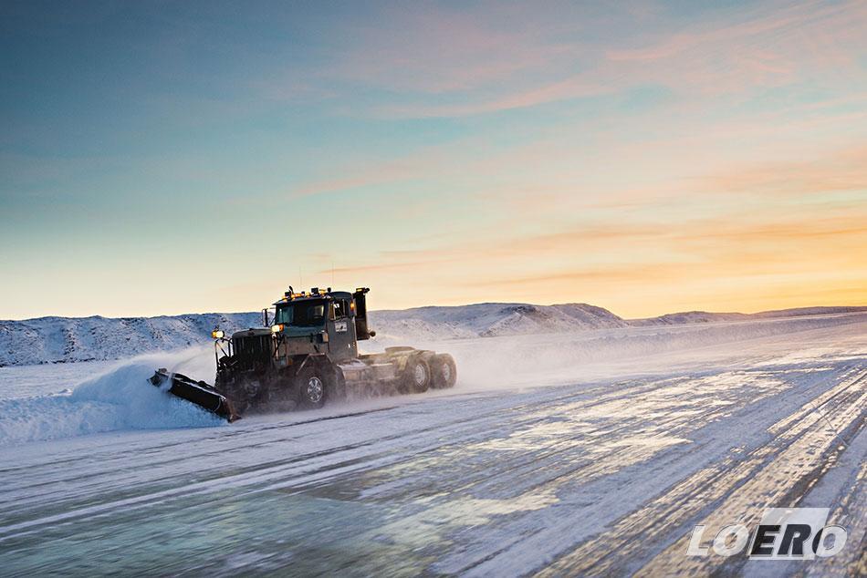 Így épül meg minden évben ez a méltán a különleges utak közé sorolt jégautópálya Kanada északi részén.