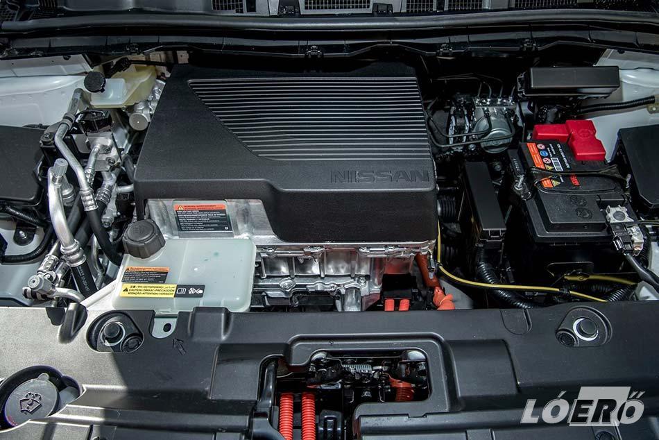 Nem csak a Nissan Leaf hatótáv lett nagyobb, hanem a villanymotor is 40 lóerővel, így már 150 lovas az autó, 7.9-es gyorsulással.