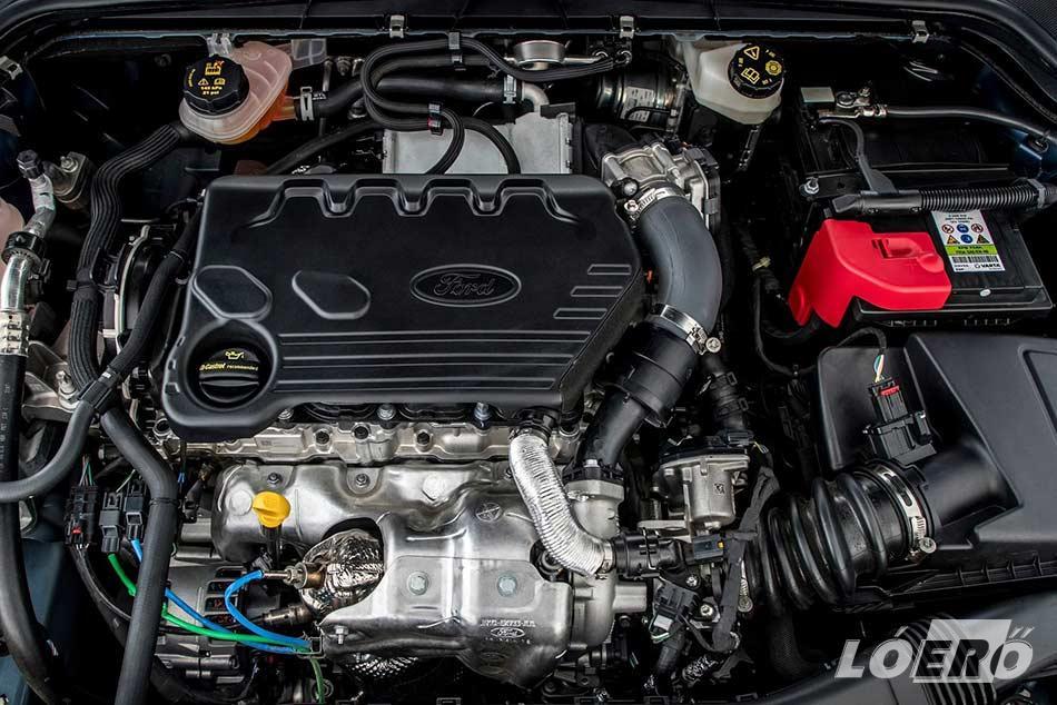 A próbált Ford Focus 1.5 TDCi motor 120 lóerős EcoBlue verziója egy kimondottan jó, és kellemes erőforrás.