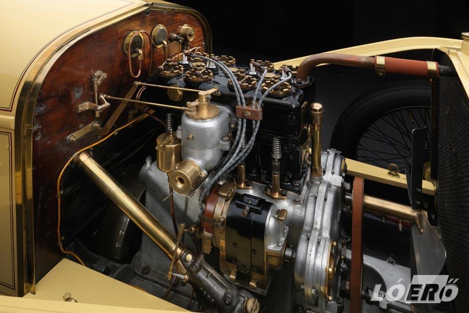 A Hispano Suiza Alfonso csodáját a hosszú gépház rejti magában a 3.6 literes, öntöttvas blokkos és hengerfejes, hosszában beépített, soros négyhengeres benzinmotor képében.