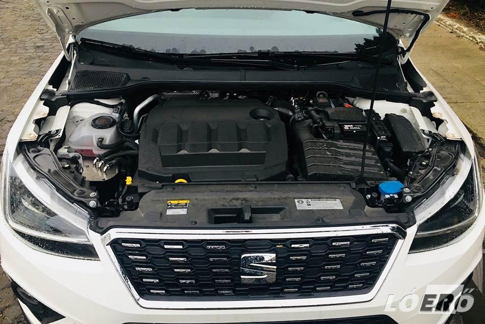 A Seat Arona 1.6 TDI motorja a 95 lóerő ellenére meglepően jól produkált, elég barátságos, 5-6 literes városi fogyasztás mellett is.