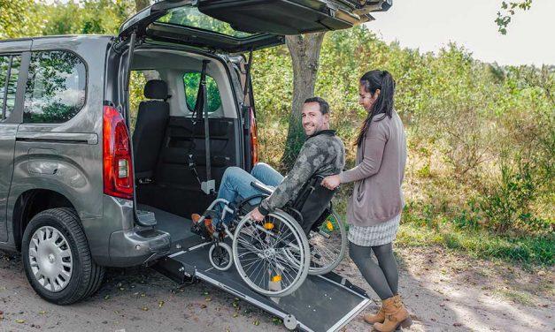Kerekesszék szállító autó az Opel kínálatában