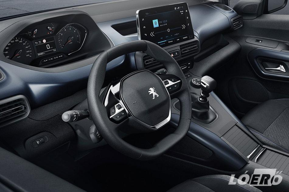 A Peugeot Rifter utastere már sok alapból személyautónak készülő modellel felveszi a versenyt.