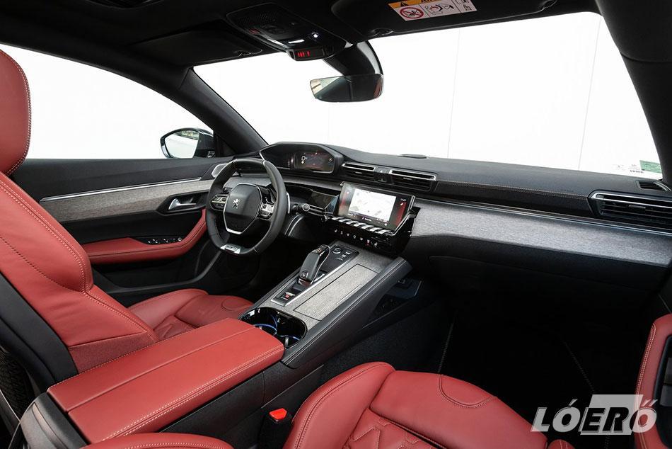 Az új Peugeot 508 GT-Line utastér szintúgy remek darab, melyet gazdagon felszereltek sok-sok nagyon hasznos játékszerrel.