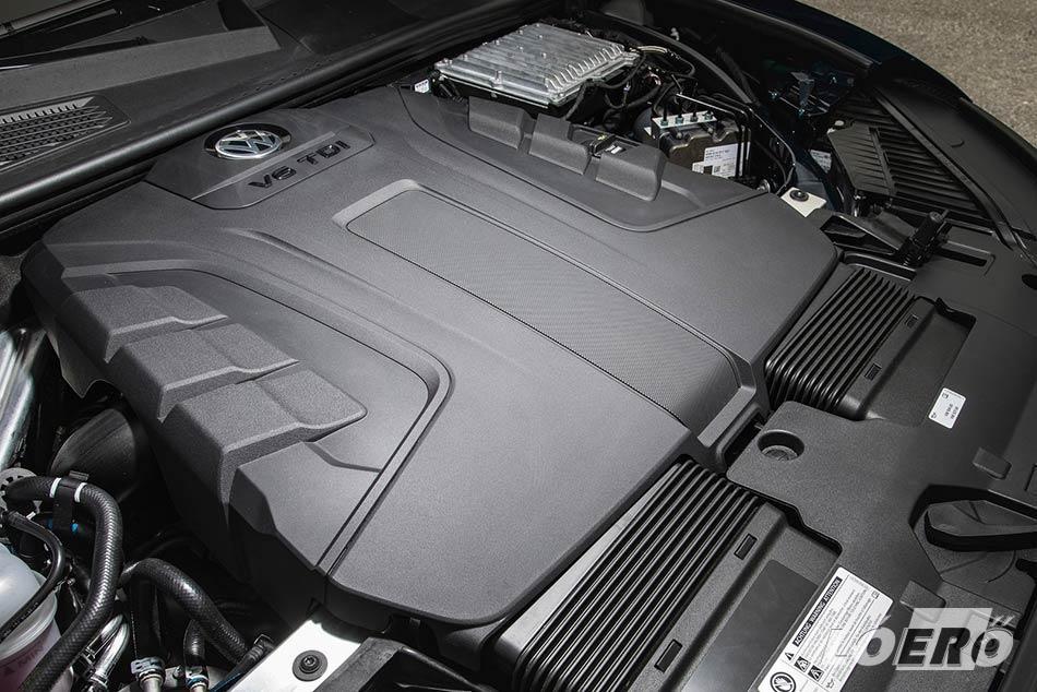 A mérethez persze kell az erő, és a Volkswagen Touareg 3.0 V6 TDI motorja hozza is az elvárható szintet.