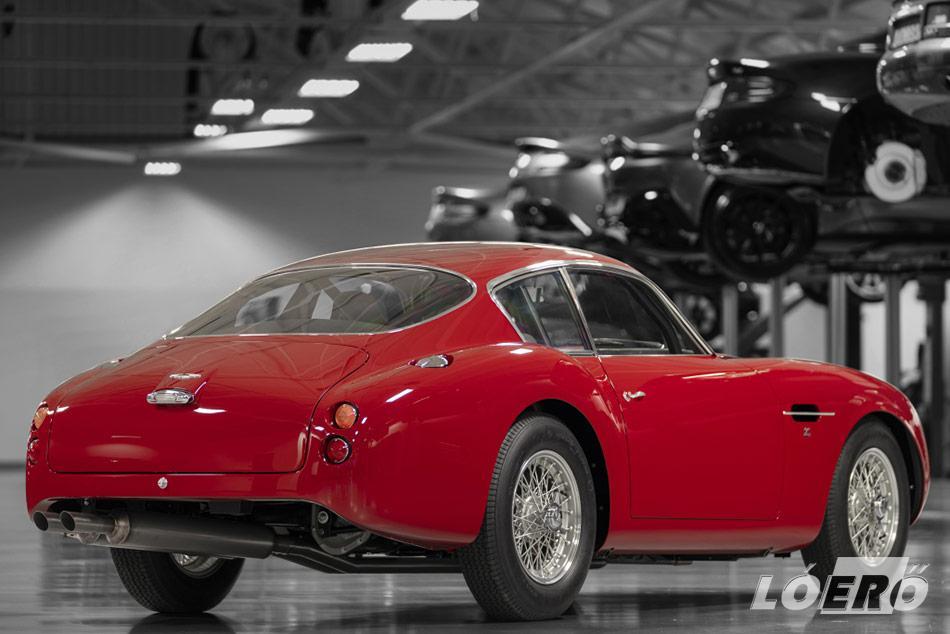 Van ami változott, de az Aston Martin DB4 Zagato lenyűgöző vonalai maradtak az eredetiek.