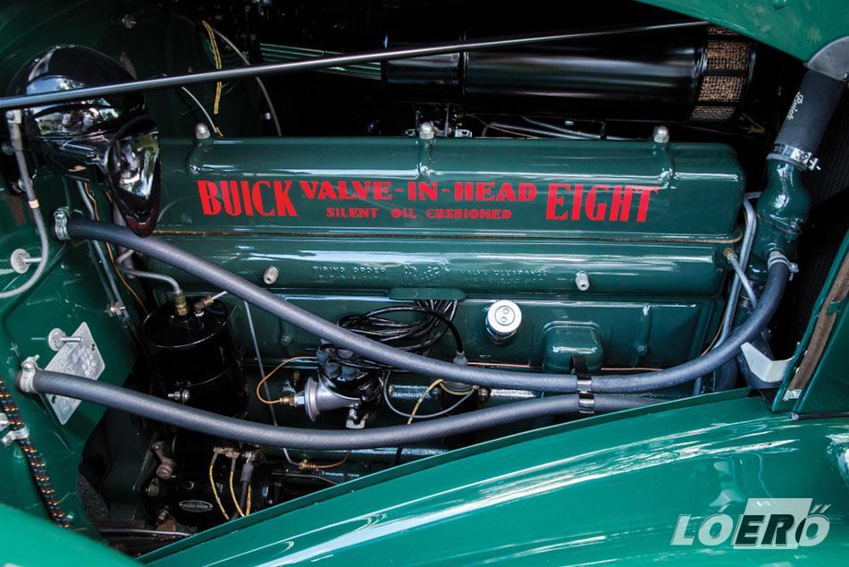 Így néz ki napjainkban egy gyönyörűen felújított 1936-os Buick Roadmaster Convertible Phaeton motorja.