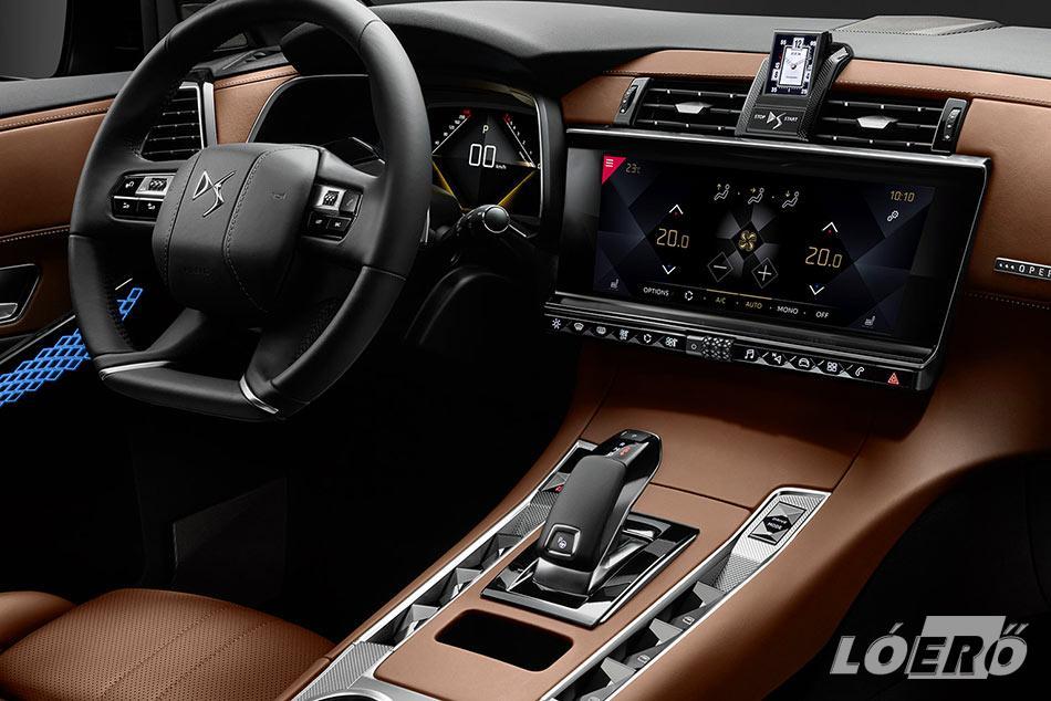 Az DS7 Crossback interior egy fokkal még komolyabb, mint a külső. Az Opera felszereltségű nappa bőrkárpitozás telitalálat.