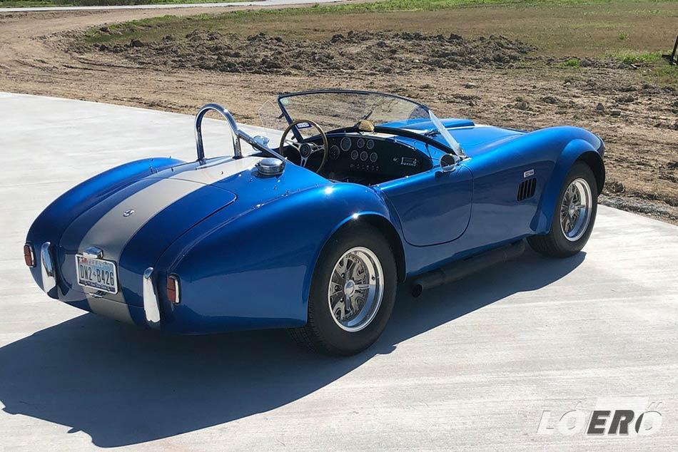 Bár a Ford Cobra csak egy replica a maga nemében, de Shelby egyszerű utánzatának mégsem lehet nevezni, hiszen az elmúlt évtizedek alatt gyakorlatilag önálló életre kelt.