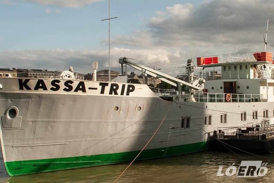 Ma már a Kassa hajó Trip néven, akár több száz ember befogadásra is képes rendezvényhajóként várja a látogatókat.