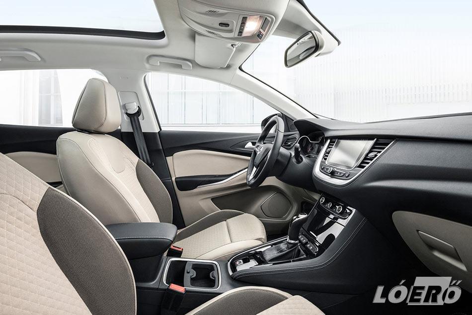 Meglepetéseket az Opel Grandland X Ultimate belső tere sem okozott, kényelmes, ízléses, roppant észszerű, jó érzés benne helyet foglalni.