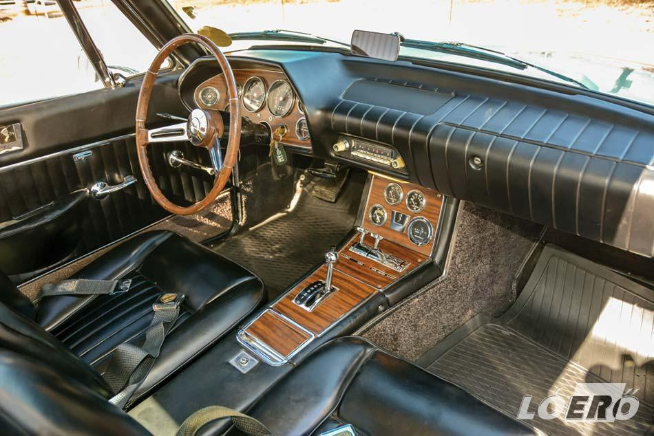 Az utastér nem volt túl bonyolítva a Studebaker Avanti esetében, de maximálisan hozta a hatvanas évek dizájnját.