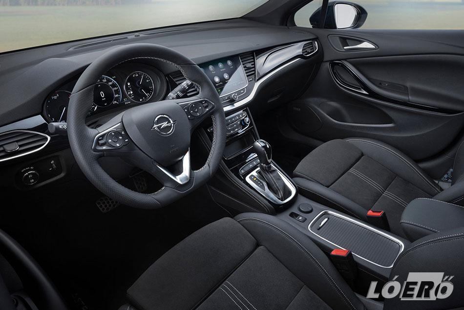 A külső és belső megjelenésben alig van néni változás, de az új PSA erőforrásoknak köszönhetően az Opel Astra 2019-ben még hatékonyabbá és még zöldebbé vált.