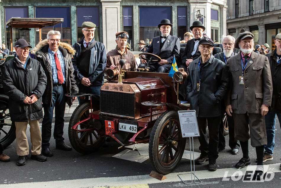 Aros Motorveteraner restaurátorai és szakemberei, akik méltán büszkék lehetnek a közel négy évig tartó munka végeredményére.