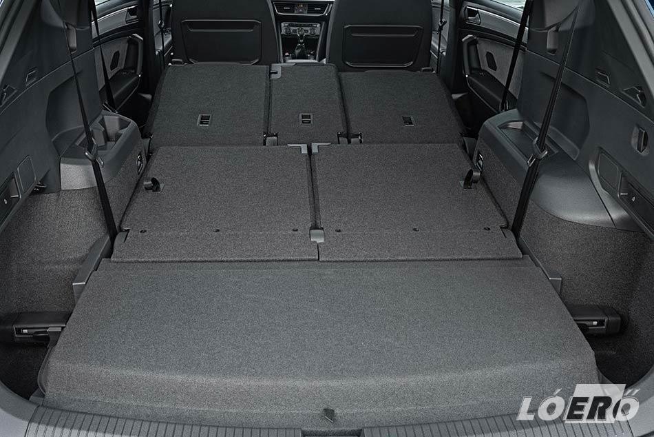 A Seat Tarraco méretek lehetővé teszik az autó kialakítását akár hétszemélyes, de akár csak egy sima, viszont nagyon jól pakolható ötszemélyes változatra is.