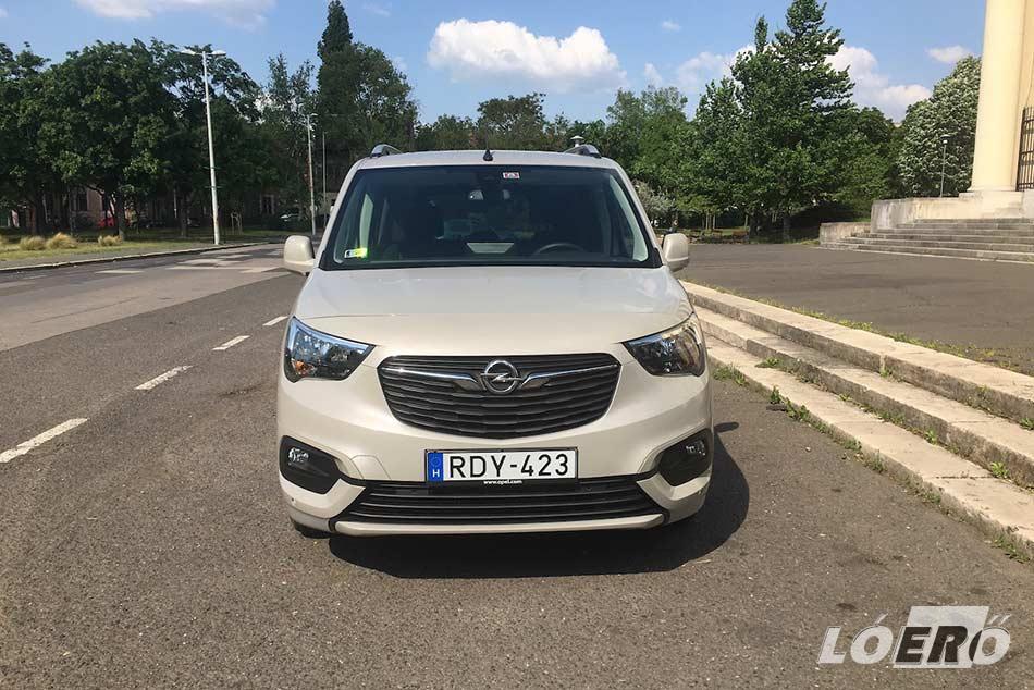 A PSA egyterűi között az Opel Combo Life mentes a leginkább a csilivilitől, ám mégis egy igényes, mutatós családi autó lehet bárki számára.