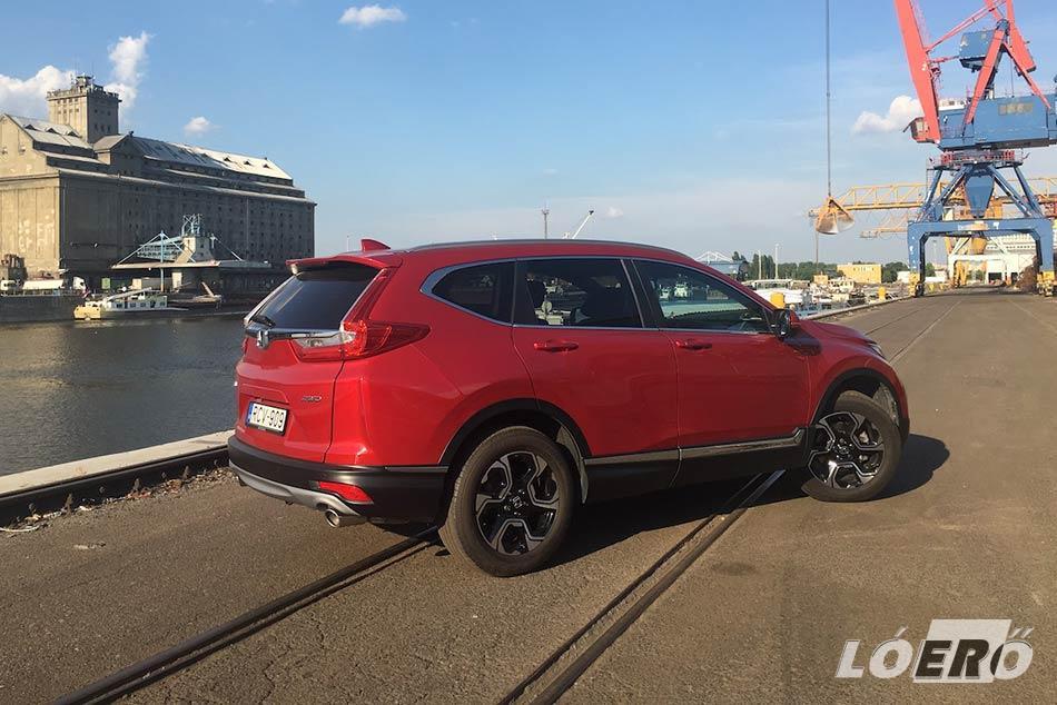 A minőség mellett a Honda CR-V formavilága is jól eladhatóvá teszi az autót.