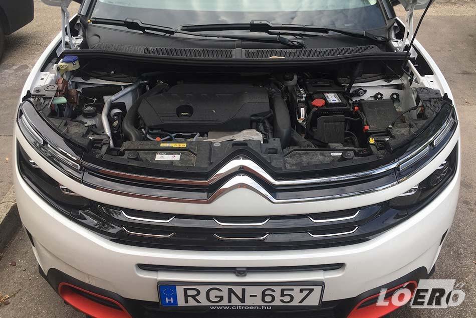 A 182 lovas Citroen C5 Aircross 1.6 PureTech benzinmotoros kiadása bár kizárólag automatával vásárolható, dinamikája minden forgalmi helyzetben elegendő.