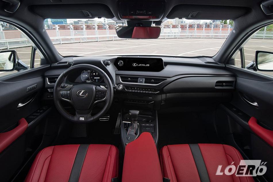 A Lexus UX 2.0 250h F Sport esetében a belső kialakításnál is törekedtek a sportos dizájn kialakítására.