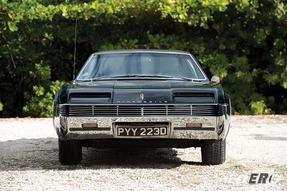 A kezdetben bukólámpás Oldsmobile Toronado 1966-os kiadása volt a legsikeresebb a modellsorozat történetében.