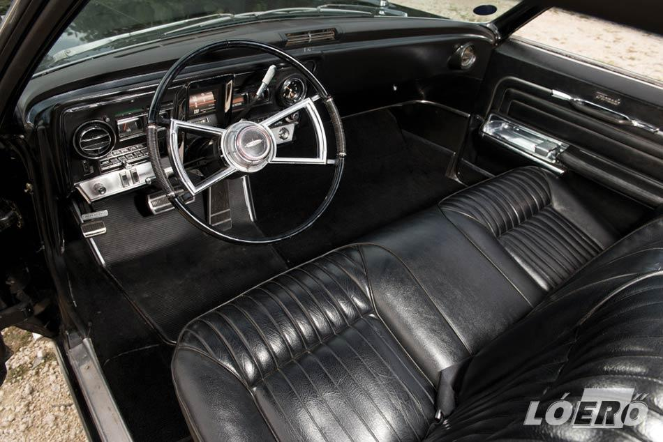 A 66-os Toronado utastere bár semmi újdonságot nem hozott, hűen tükrözte az amerikai nagyvasak stílusát.