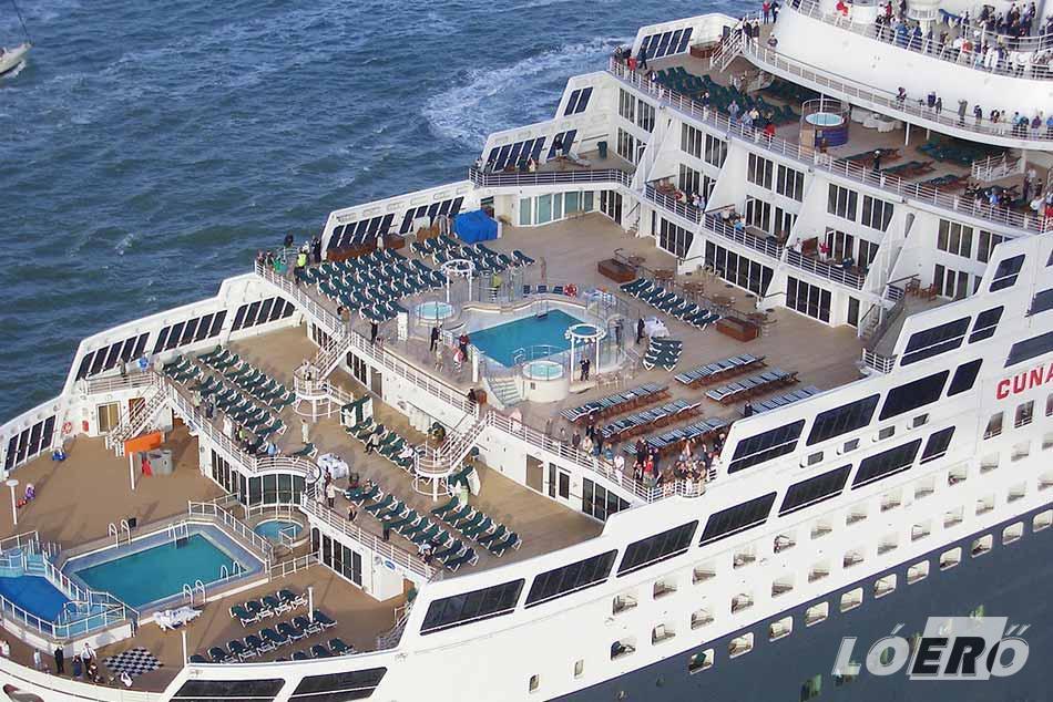 A Queen Mary 2 nemcsak, hogy a világ egyik leghíresebb hajója, de gyakorlatilag minden földi jóval elhalmozza utasait.