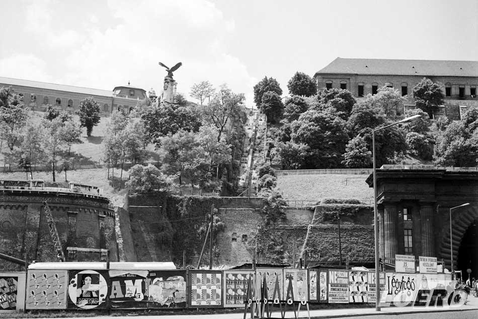 A háború után időszakban hosszú időre kegyvesztett lett, több mint negyven évet kellett várni, hogy a Budavári Sikló újjáépítése valósággá válhasson.