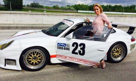 Köllő Babett – Mosolygok, mikor az autómhoz megyek