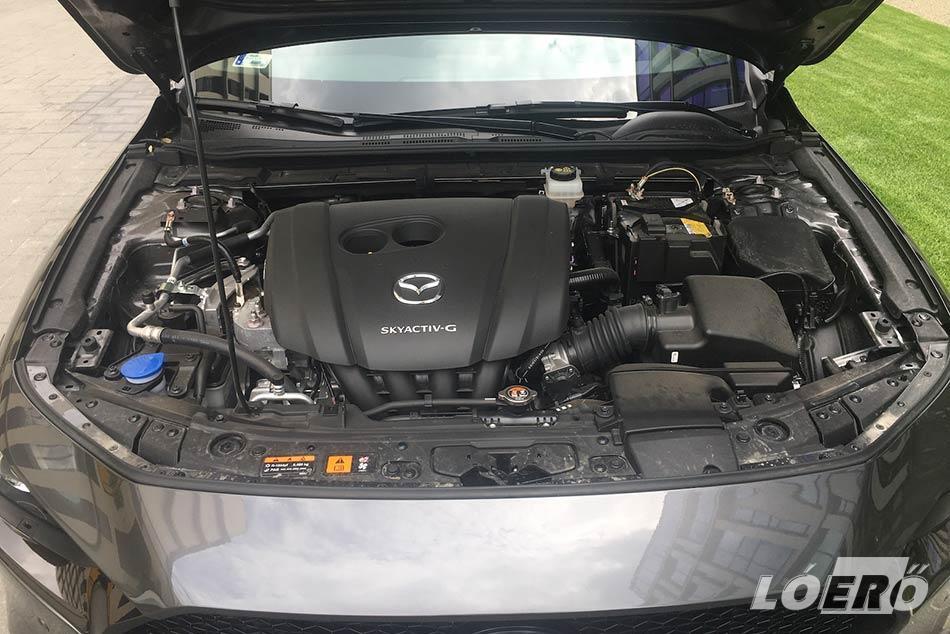 Kövezzenek bár meg minket, de még mindig jó érzés az olyan kvázi nagyobb benzines motorokat hajtani, mint amivel az új Mazda 3 teszt alatt nálunk járt modellt is felszerelték.