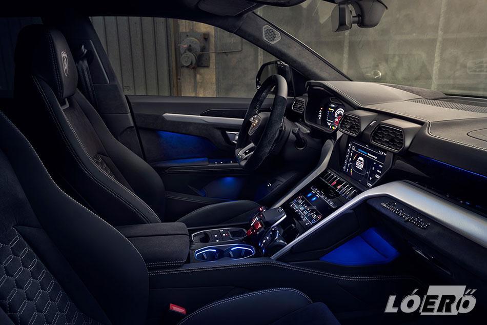 Az átdolgozott Lamborghini Urus interior hangulata szintén hűen alkalmazkodik a képviselt teljesítményhez.