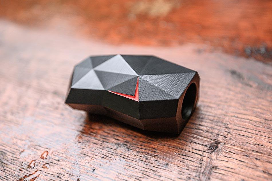 A Siren7 egy kimondottan a vadgázolás megelőzésre kifejlesztett eszköz, járműre való felhelyezése pedig gyerekjáték bárki számára.