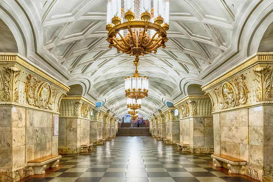 A földalatti paloták, a moszkvai metró állomások.