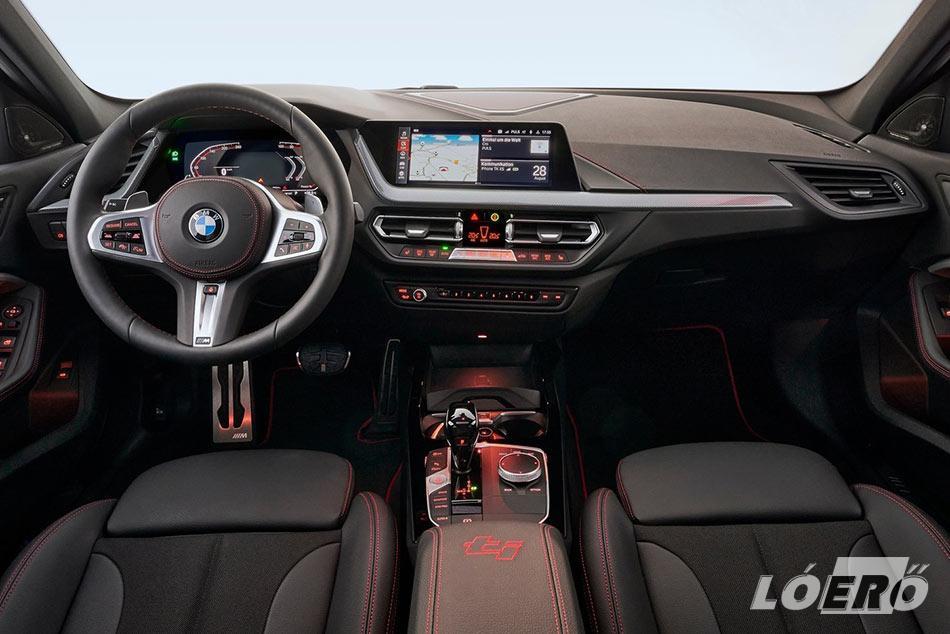 BMW 128ti utastere szintén próbálja kifejezni a kis méregzsák dinamikáját.