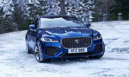 Finomodik a Jaguar XF